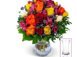 Blume Ideal: Farbiger Rosenstrauß mit Vase für 24,98 Euro frei Haus