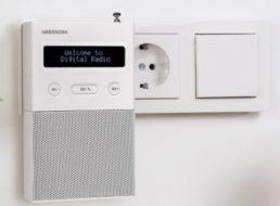 Ebay: DAB-Steckdosenradio mit Bluetooth für 17,99 Euro frei Haus