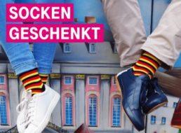 Gratis: Socken in schwarz-rot-gold für Telekom-Kunden frei Haus