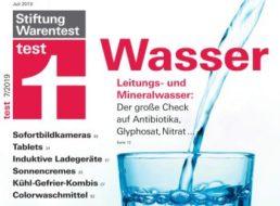 Mineralwasser-Test: Edeka und Aldi vorne, Bio-Produkte versagen
